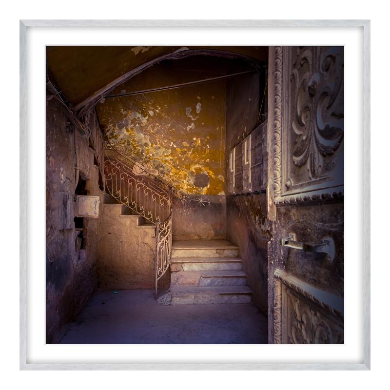 Treppe Havanna Posterdruck im Rahmen Alu eckig in gold im Format 90 x 60 cm | Baumarkt > Leitern und Treppen > Treppen | Havanna - Gold | myposter
