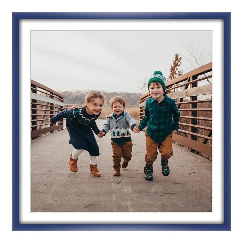 Foto im Holzbilderrahmen in blau im Format 30 x...